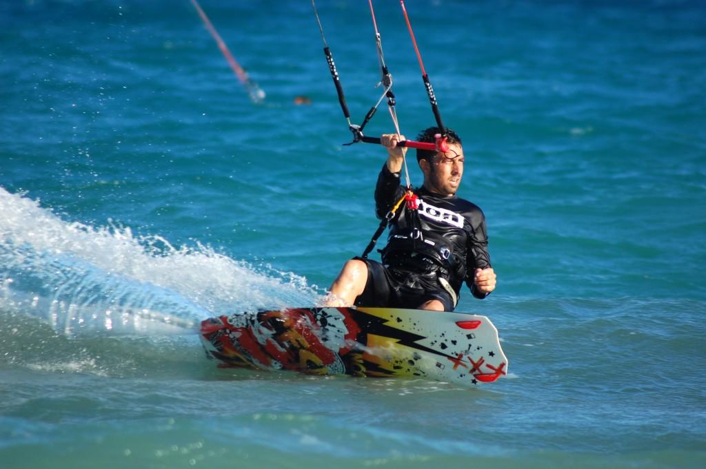 Bateau à fond de verre / kite surf: TEL 776059